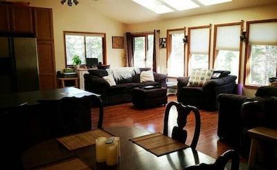 Common Area/Living Room