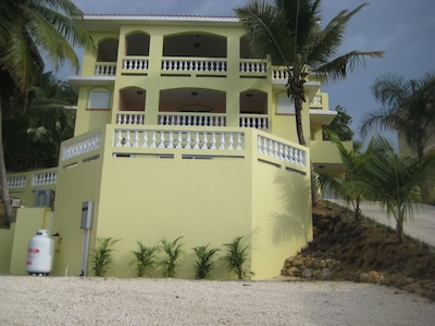 Ocean View Paradise #2 Great for family vacations! One block to Sandy Beach!