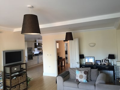 In the centre of Burnham on Crouch - Walking distance to all amenities & river