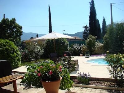 Vue de la terrasse côté piscine