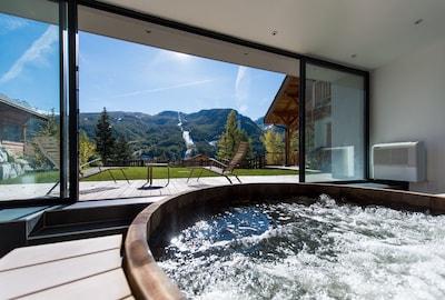 Chalet Snowbird : Espace détente avec spa 8 places, sauna, vestiaire et vue