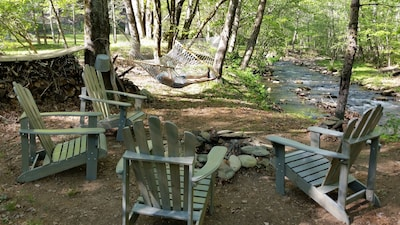 RELAX CREEKSIDE!
