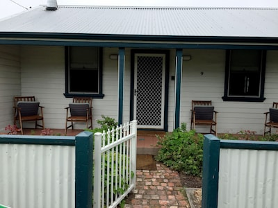 Coastal cottage comfort with great facilities in a quiet convenient location