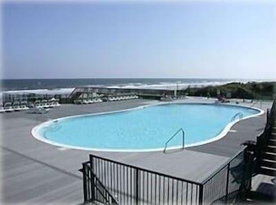 Islander Oceanfront Pool