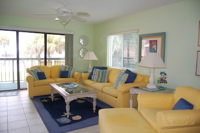 Living room that overlooks balcony, pool and beach!