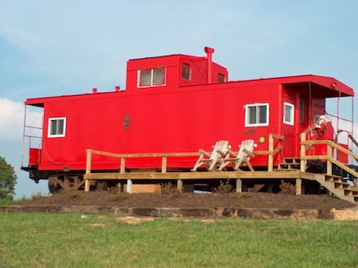 #042 - Authentic Railroad Cabooses And Depot Just Off The Blue Ridge Parkway