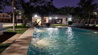 Excelente ubicación! A 10 min de la playa, 5ª Av., Cenotes y Vida Nocturna.
