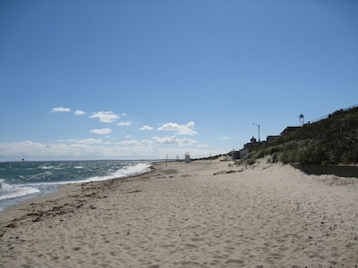 Beach 2-3 Minute Walk from the Arcade Historic Property