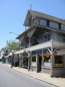 Nationally Certified Arcade Historic Property - Built during the Civil War