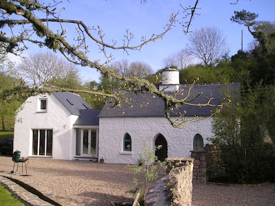 Idyllic cottage full of character with modern living. Walk to beach & village.