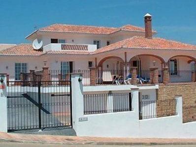 Villa Galvia con piscina climatizada privada, en el campo de golf LA CALA