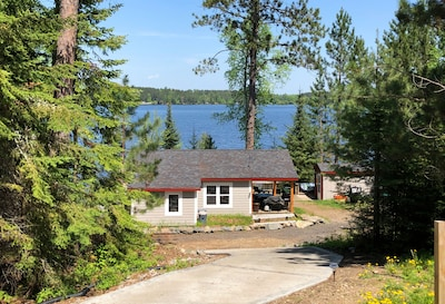 Come and enjoy the summer in this beautiful cozy cabin on the Lake!