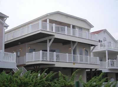 4 Bedroom, 3 Bath Ocean View
