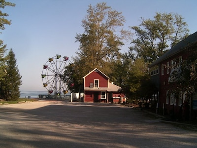 Gretchen S Getaway Cottage Family Friendly Close To Lake Erie And The Strip Geneva On The Lake