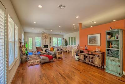 Open floor plan. Great for entertaining!