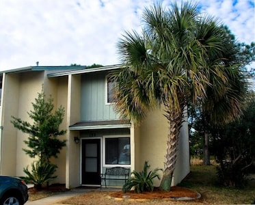 The townhouse is located 3 minutes from the Gulf beach (across the road)