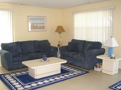 End unit with spacious living room and lots of natural sunlight