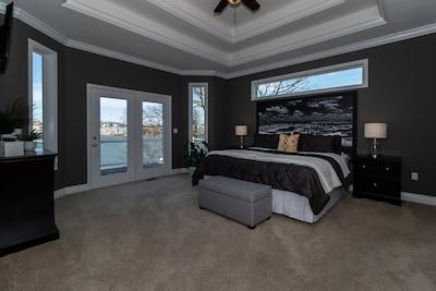 Master Bedroom, king, upstairs