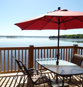 Peaceful Log Cabin with Beach SW Exposure WIFI & Cable TV & Firepit
