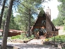 Flagstaff Chalet, unique A frame vacation home