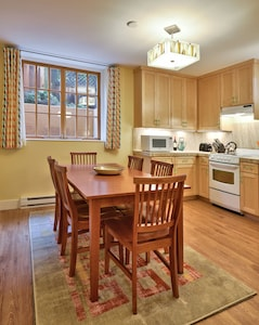 A fully equipped kitchen and dining area seating 6