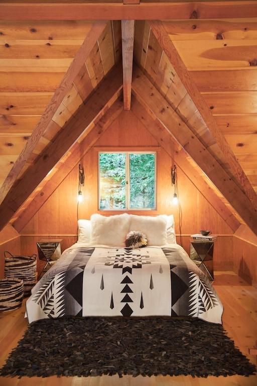 loft bedroom/queen bed