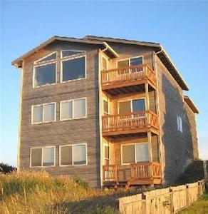 a Bandon Abandon - 2800 Square Foot Tri-Level Home