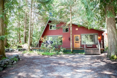 Three Bears Lodge is located just 300 yds to the entrance of Mt Rainier