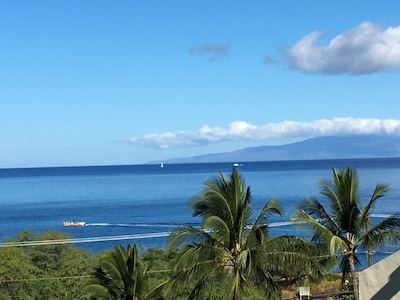 View from lanai looking right(island of Lanai)
