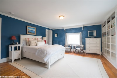 All rooms are furnished with queen sized beds.