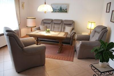 Wohnzimmer, Sitzmöbel, Teilansicht