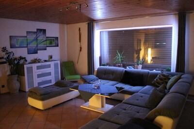 Großes Wohnzimmer (ca. 45 m²)
