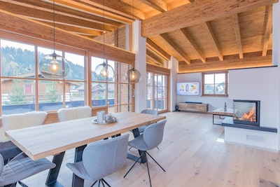 Wohn/Ess- Zimmer mit ausziehbaren Tisch (10 Personen)