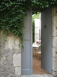 poussez la porte et découvrez la maison d'à côté