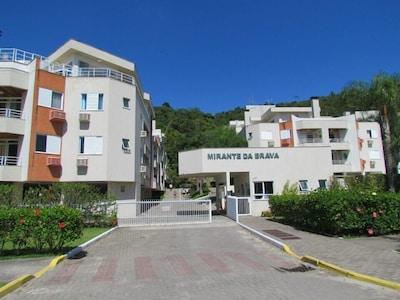 Excelente apto em cond. de alto padrão na Praia Brava-Florianópolis - WI-FI e TV