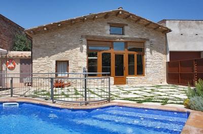 La maison avec piscine privée.