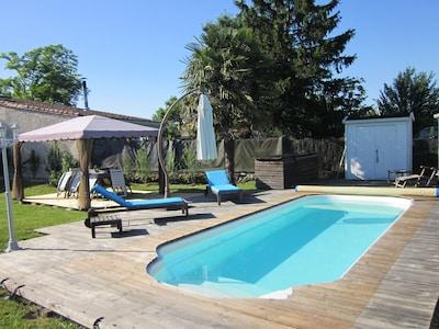 Entspannen im und am Pool
