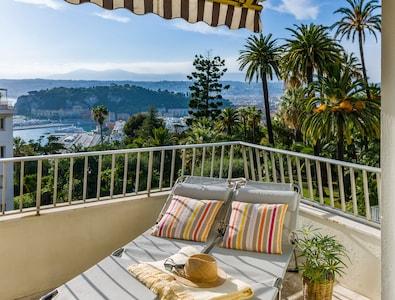 Blick über die Dächer von Nizza