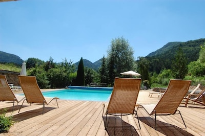piscine chauffée entièrement rénovée