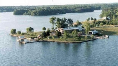 Completely private Estate. Simply a GREAT place for family reunion.