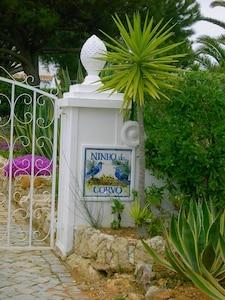 Casa Ninho do Corvo (Rabennest), Einfahrt