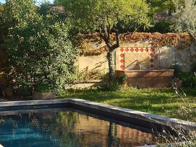 piscine et fontaine