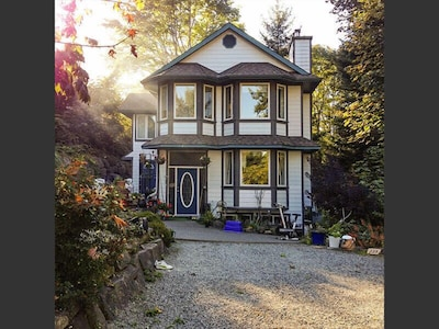 Addie's Attic - Saltspring Island, walking distance to Ganges