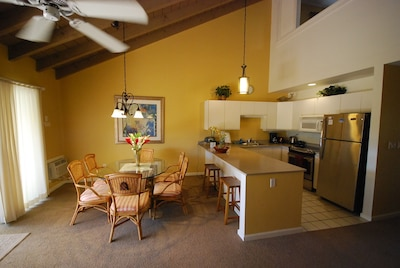 Dining & Kitchen Areas