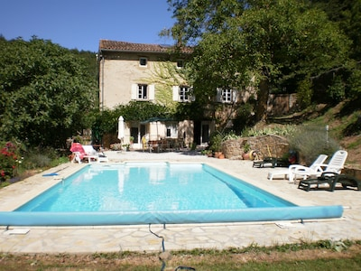 The gravelled terrace leads directly to the pool