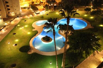 Zwembad tot in de late uurtjes in de avond prachtig verlicht. Bijzonder mooi
