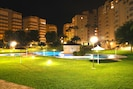 Elke avond genieten van het sprookjesachtige uitzicht op verlichte tuin-zwembad