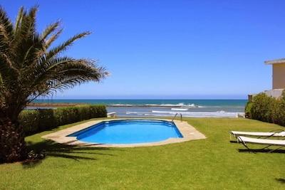 Jardin piscine et mer