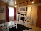 Wohnzimmer, Flachbild TV mit Kabelanschluss, CD/DVD-Player
