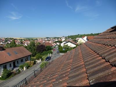 Blick von der Loggia zum Schloss Grumbach